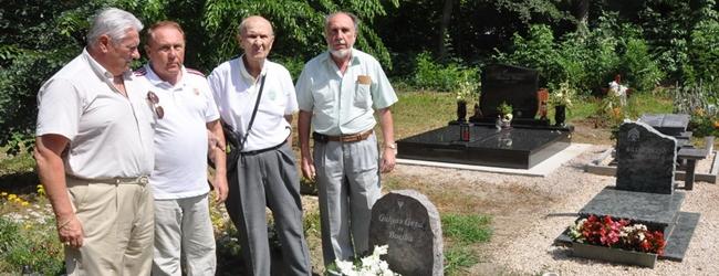 Megkoszorúztuk Gulyás Géza sírját